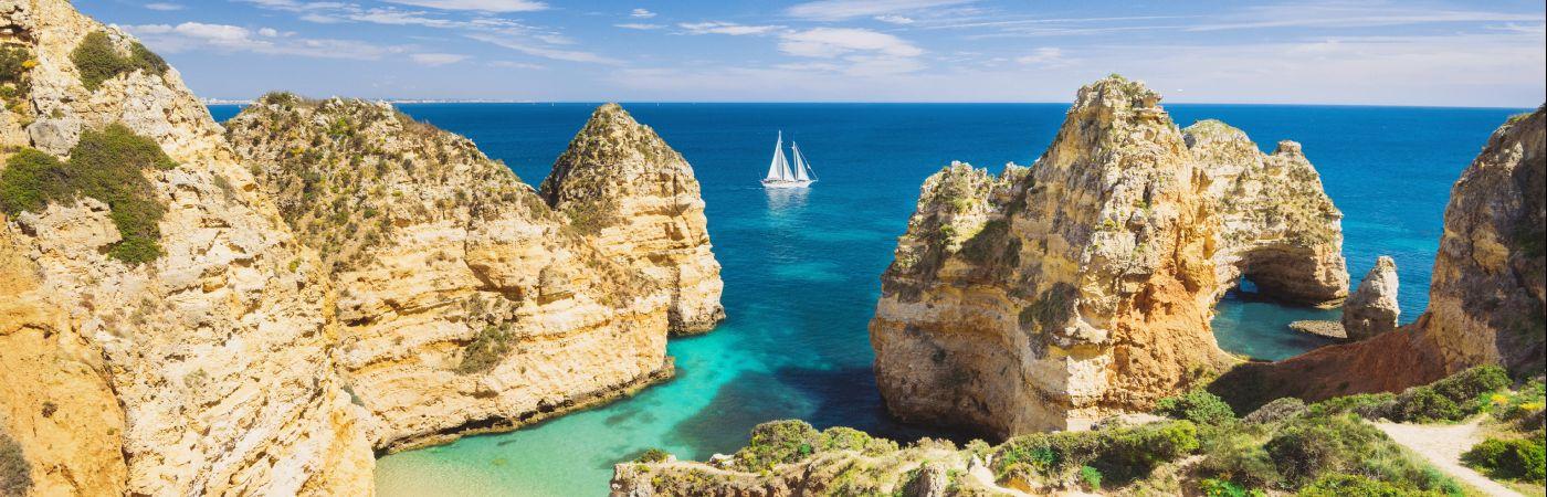 Crique près de Lagos sur la côte d'Algarve