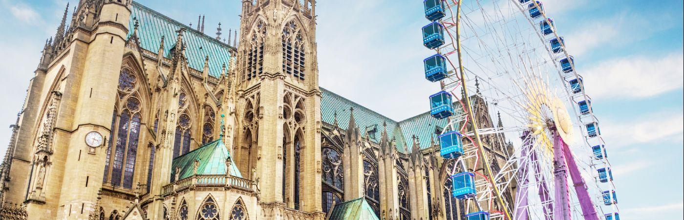Cathédrale de Metz avec Marché de Noël et grande Roue